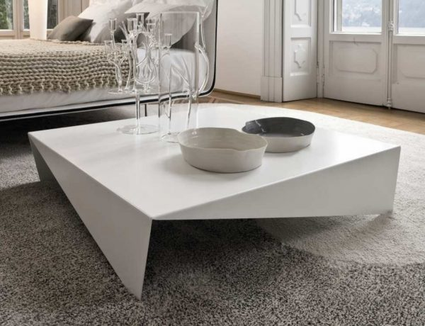 Large Coffee Table 15 Large Coffee Tables You Need In Your Spacious Living Room large square coffee table large modern square coffee table dfa505b3df727d60 600x460