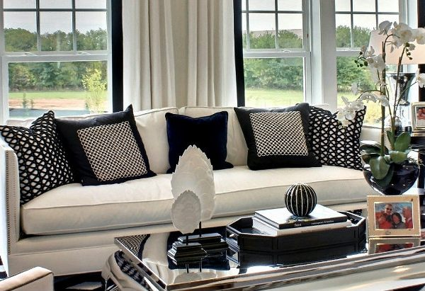 decor ideas Black and White Decor Ideas For a Luxury Living Room featured 14 600x411